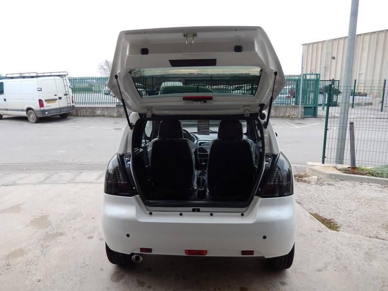 voiture sans permis neuve jade generous blanche et noire. Black Bedroom Furniture Sets. Home Design Ideas